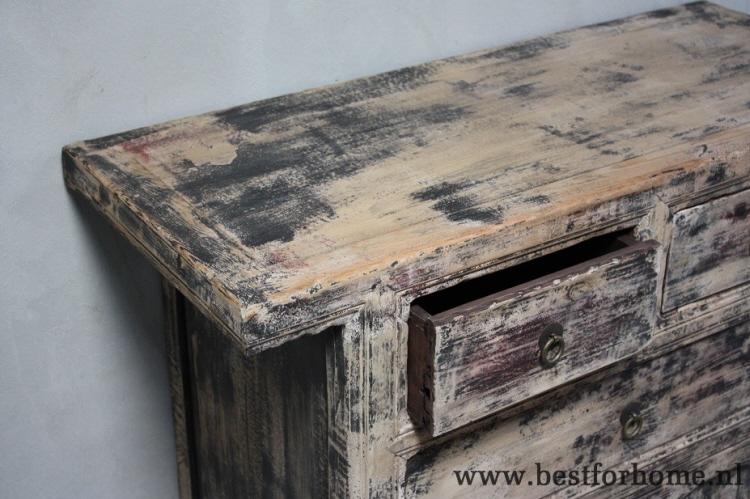 Oud houten dressoir. elegant oud houten dressoir with oud houten