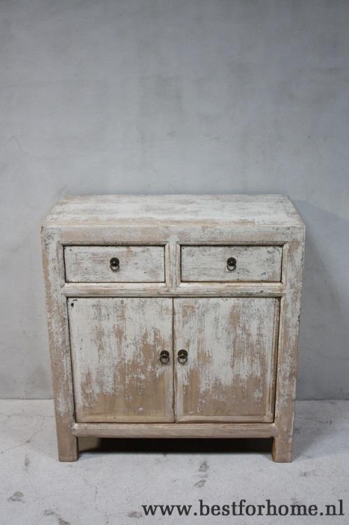 stoere oud houten kasten
